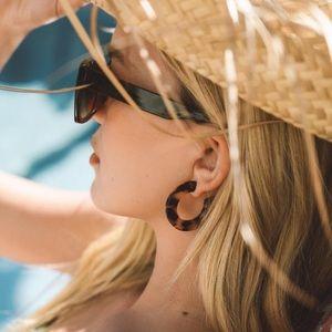 Machete Kate Hoops.  Tortoise Color Earrings.